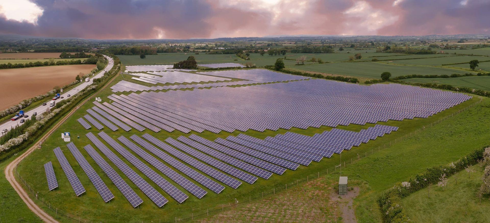 Luftaufnahme der Solaranlage Dillington Estate in Hurcott, United Kingdom