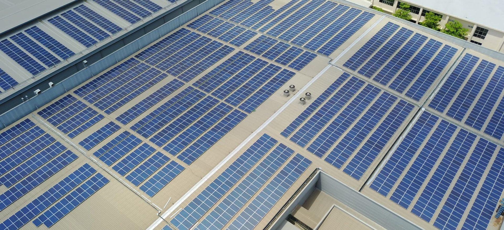 Luftaufnahme eines Solardaches des Unternehmes TKS in Thailand
