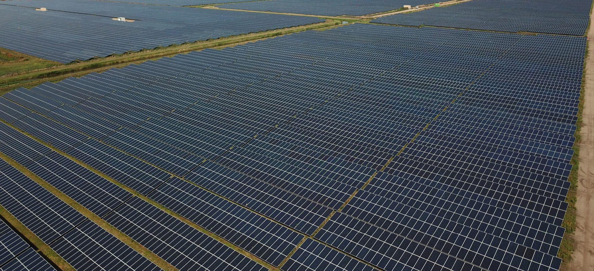 Luftaufnahme Sonnenpark Midden-Groningen in den Niederlanden