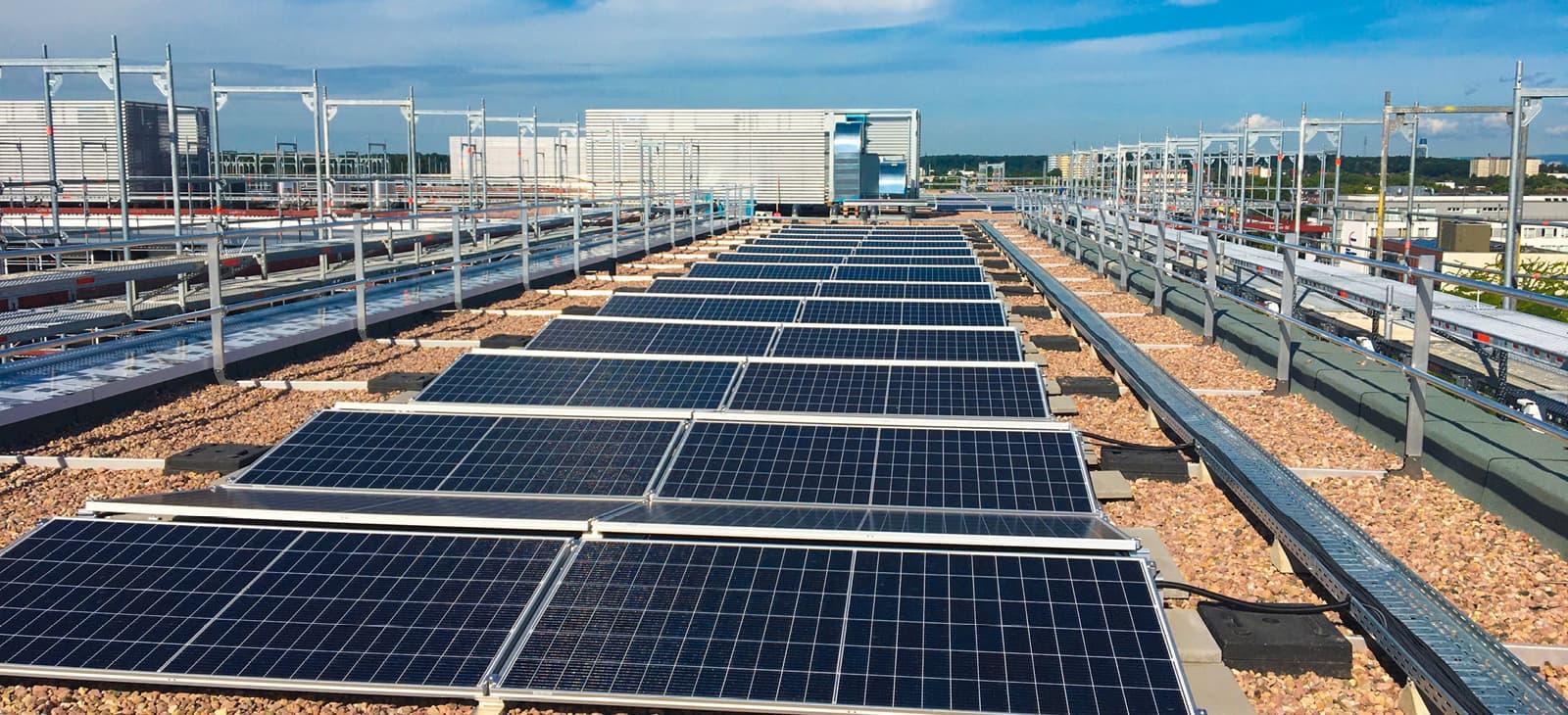 Solaranlage auf dem Dach, Polizeipräsidium Offenbach