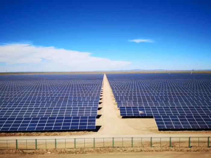 Luftaufnahme des Solarprojektes Akadyr