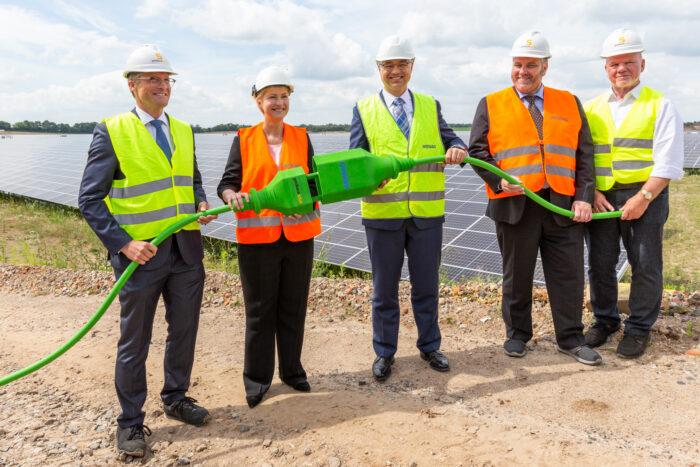 Inbetriebnahme des Solarparks Zietlitz