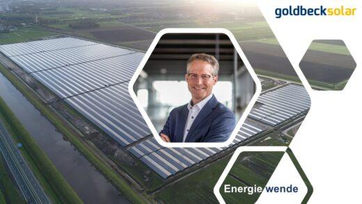 Ein Portrait von Joachim Goldbeck vor dem Hintergrund eines Bildes des Solarparks Duurkenakker